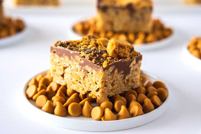 One piece of Butterfinger Scotcheroos sitting on a plate