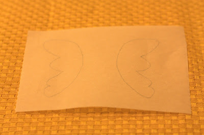 tracing design for butterfly wings for the chocolate butterfly cupcakes