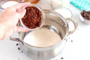 Stir the cocoa powder into the cream.
