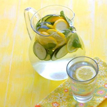This Spa Water recipe is my favorite way to fight water retention during the summer or when pregnant. It's an easy and refreshing drink that's great any time of the year. via @foodfolksandfun