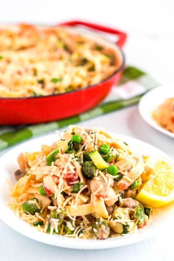 Close up picture of pasta primavera.