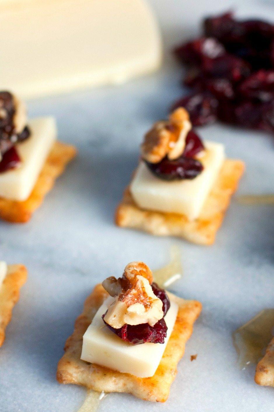 Cranberry-Walnut Flatbread Cracker Bites 2