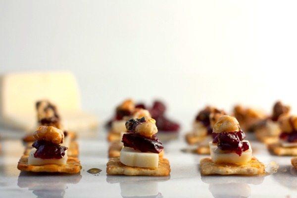 Cranberry-Walnut Flatbread Cracker Bites 4
