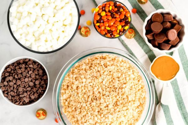 All of the ingredients needed to make Reese's rice krispie treats.