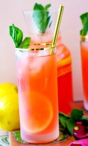 The BEST Strawberry Lemonade recipe!