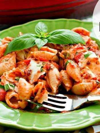 Caprese pasta, Caprese pasta recipe, summer dinner, recipe, quick and easy recipe, easy recipe