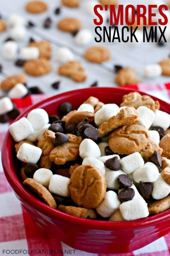 A close-up of a bowl of Easy Smore\'s Snack Mix