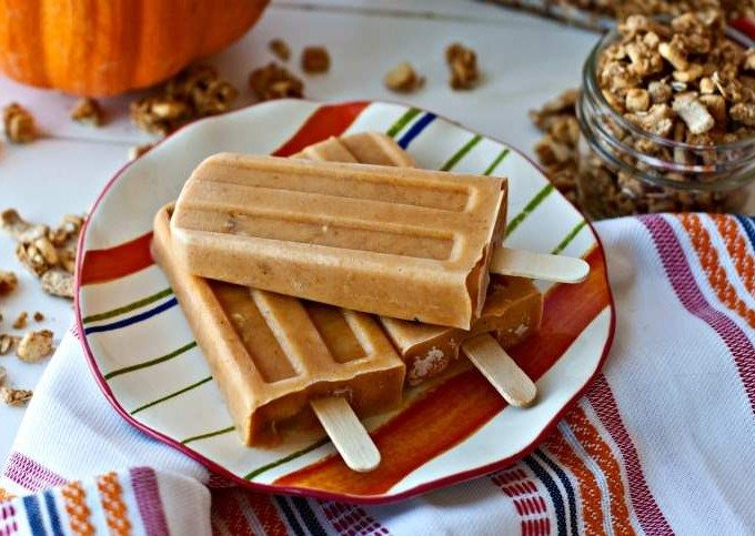 These Pumpkin Parfait Breakfast Popsicles are a healthy way to start your day as an easy, on-the-go breakfast! Plus they taste just like pumpkin pie!