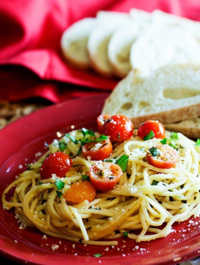 Tomato Basil Pasta – a 15 Minute Recipe!