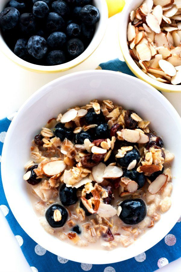 Overnight Blueberry-Almond Muesli