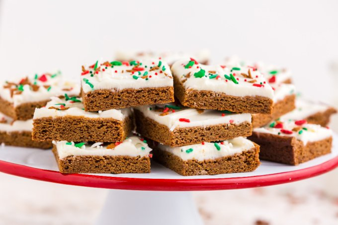 Gingerbread Cookie Bars on a cake stand.