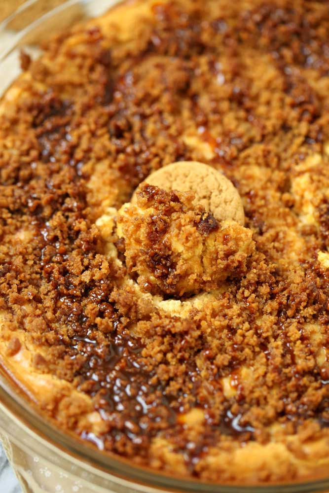 Baked Pumpkin Cheesecake Dip for Fall parties, and Thanksgiving.