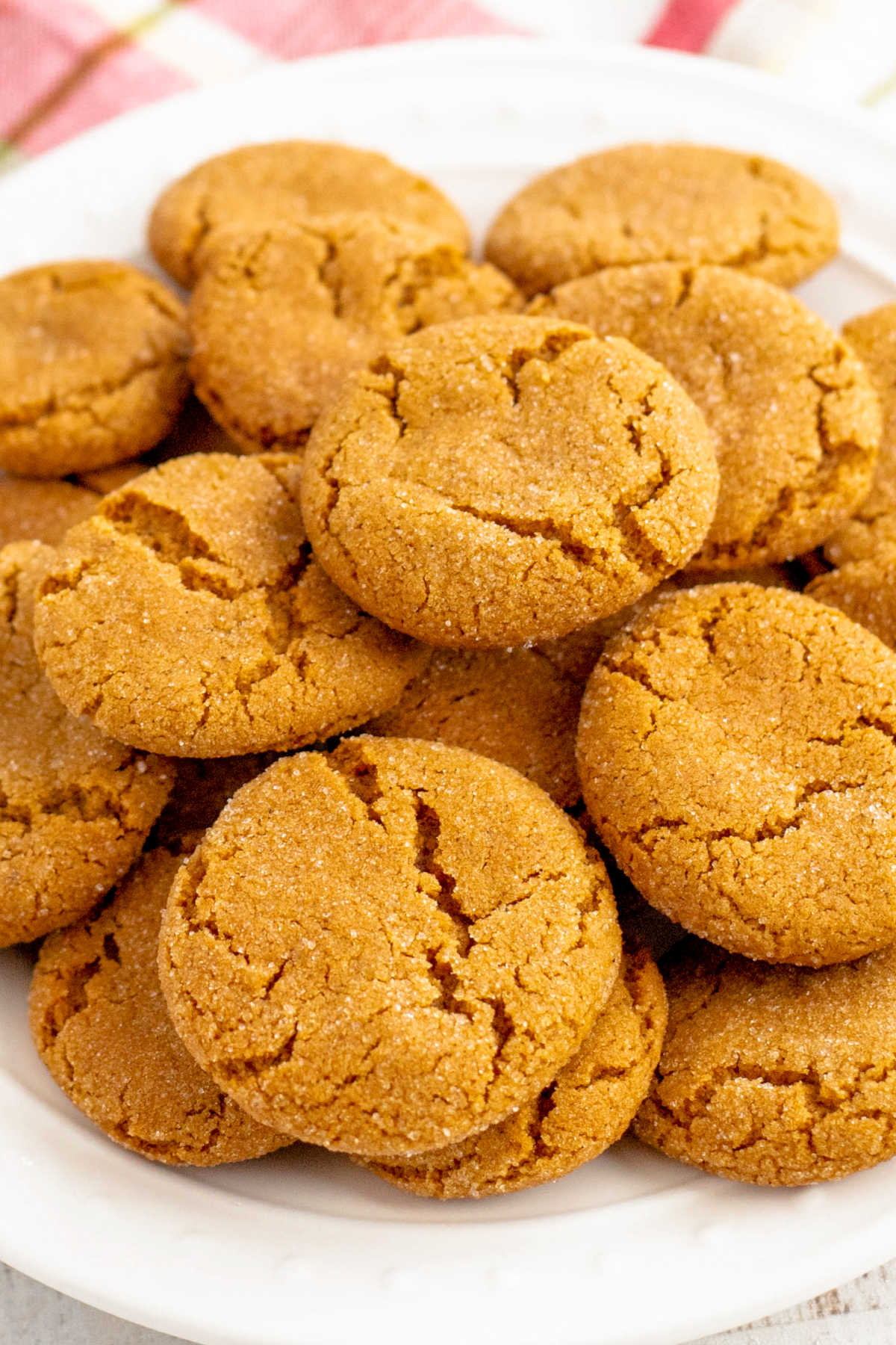 Whether you call them Gingersnaps, Ginger Snaps, Ginger Doodles, Ginger Biscuits, or Ginger Nut, this Gingersnap Cookie Recipe is just plain good! via @foodfolksandfun
