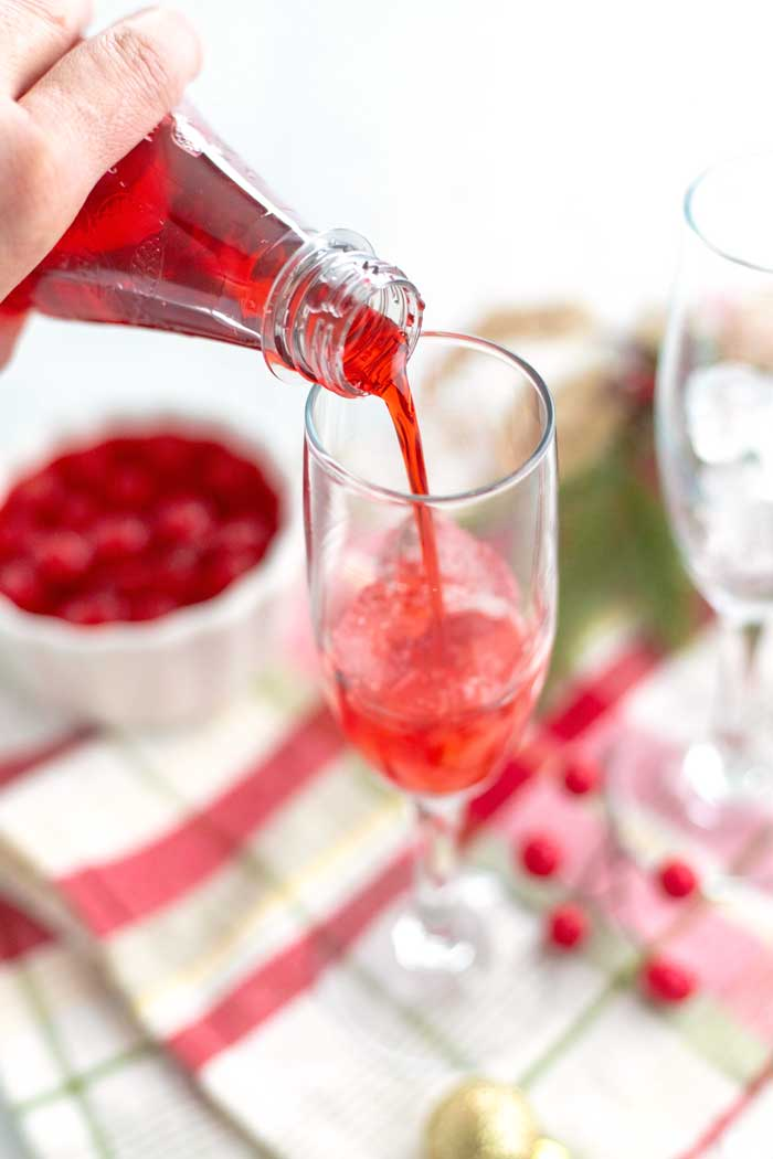 This Shirley Temple drink recipe is perfect for year-round enjoyment. It's super simple to make and it's such a fun party drink for kids and grownups alike.Come find out how to make a Shirley Temple with my easy recipe. via @foodfolksandfun