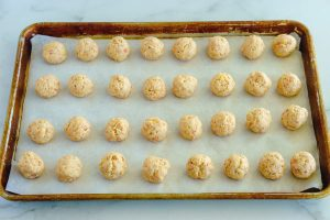 Scoop the sausage mixture into balls and arrange them on the trays.
