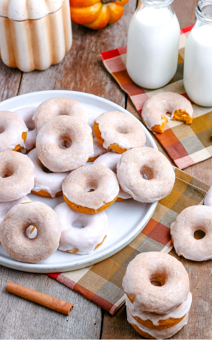 These Baked Pumpkin Donuts are easy to make and have the most pleasing aroma and texture. They're the perfect treat for a crisp autumn day.  via @foodfolksandfun
