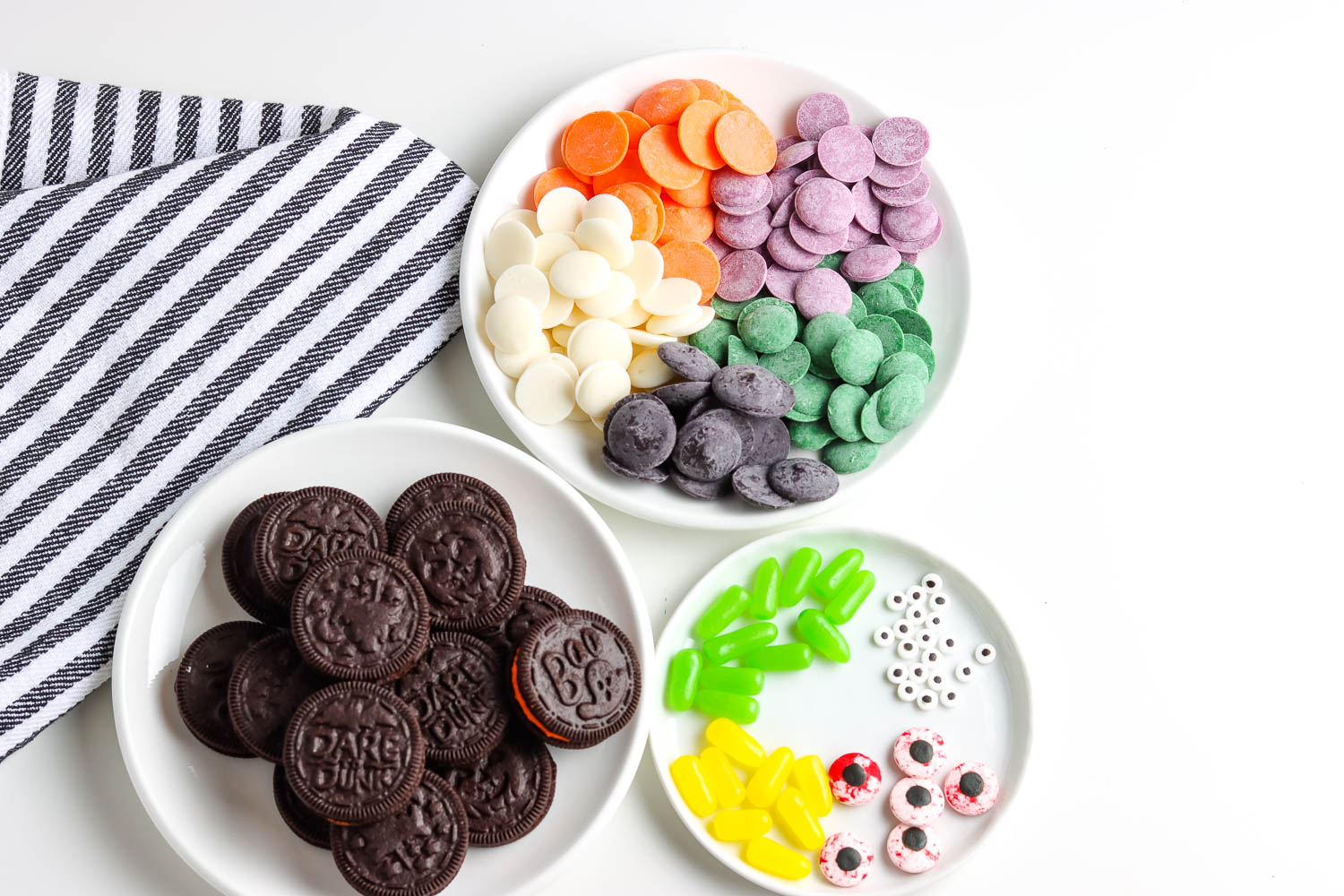 All of the ingredients needed to make these Halloween Chocolate Dipped Oreos recipe.